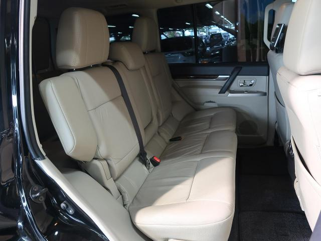 Pajero Second row