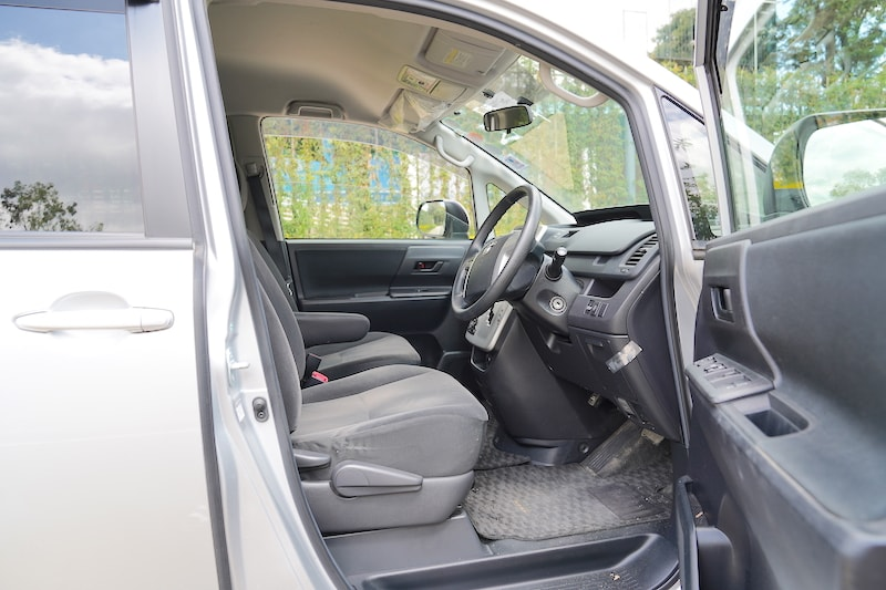2012 Toyota Noah First row