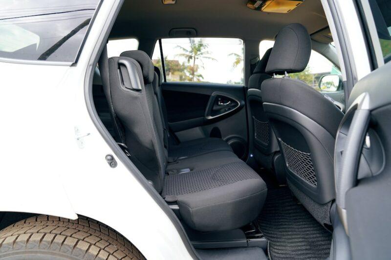 Toyota Vanguard second row seats