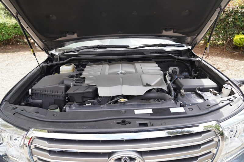 2013 Toyota Land Cruiser V8 Engine