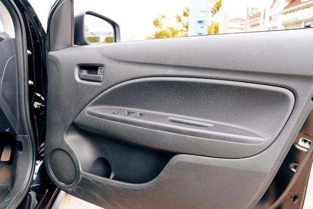 Mitsubishi Mirage door pockets