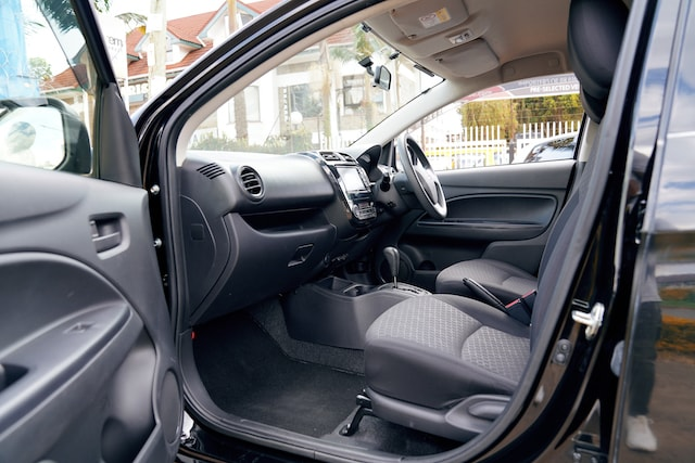 Mitsubishi Mirage front seats