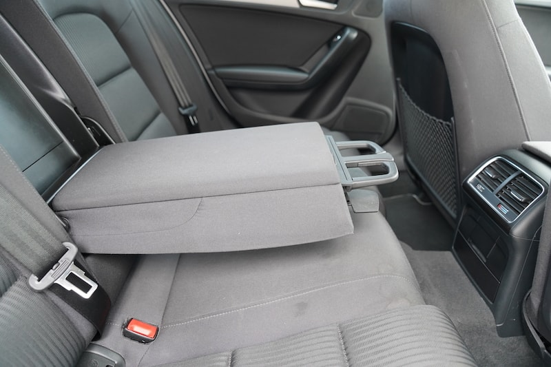 2014 Audi A4 Armrest cupholders