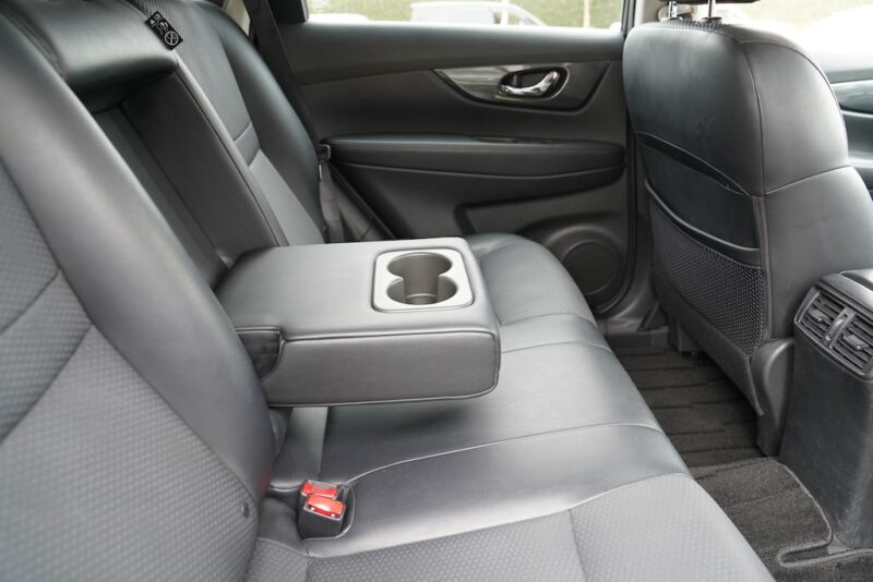 2014 Nissan X-Trail rear cupholders