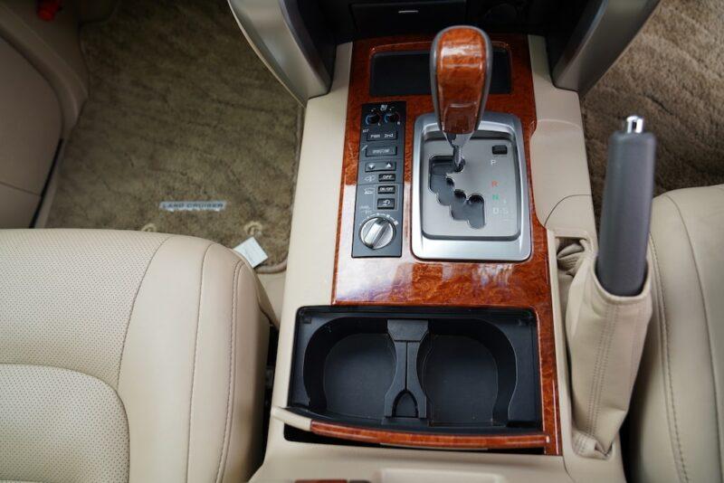 2014 Toyota Land Cruiser VX Cupholders