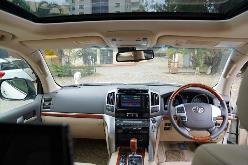 2014 Toyota Land Cruiser VX Dashboard