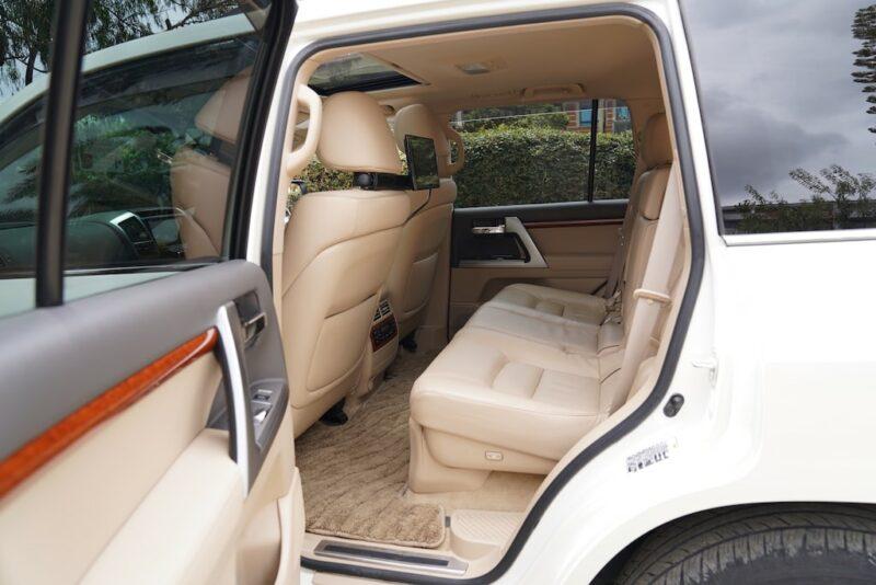 2014 Toyota Land Cruiser Second Row