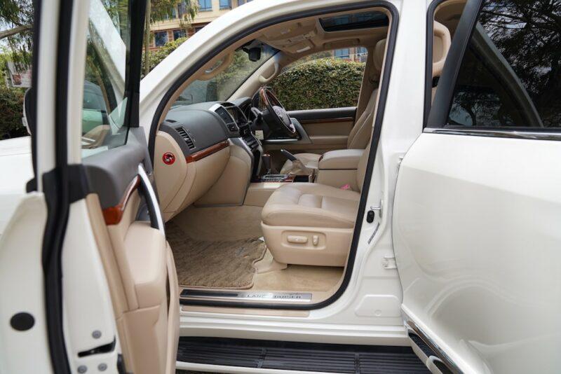 2014 Toyota Land Cruiser First Row