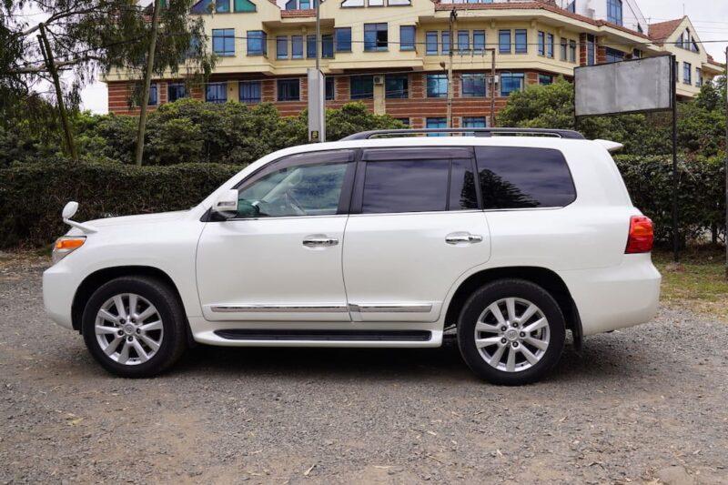 2014 Toyota Land Cruiser Exterior