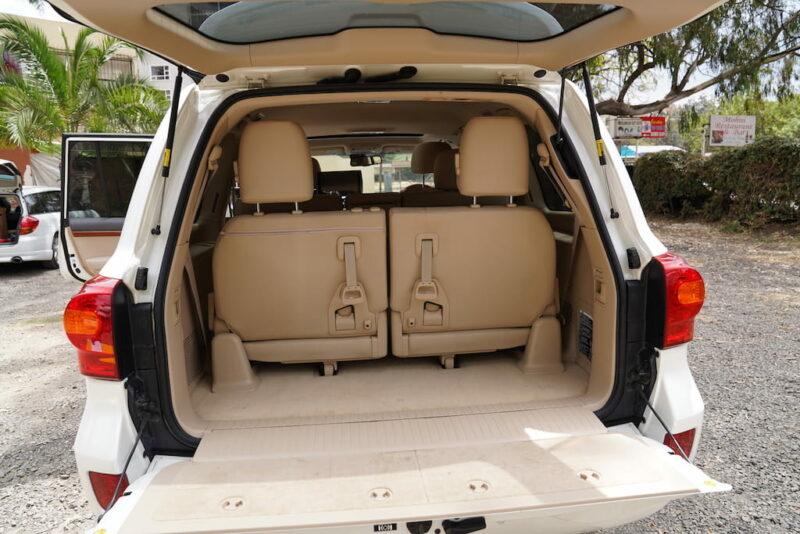 2014 Toyota Land Cruiser Boot