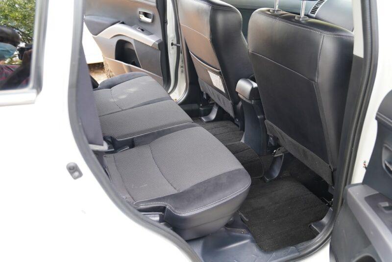 2012 Mitsubishi Outlander Second Row
