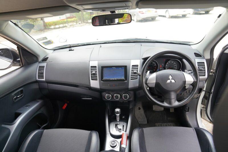 2012 Mitsubishi Outlander Dashboard