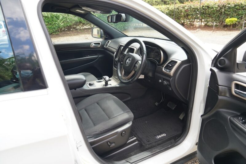 2014 Jeep Grand Cherokee first Row seats