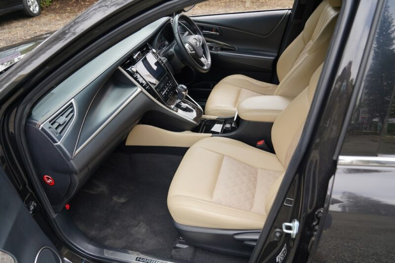 2014 Toyota Harrier first row seats