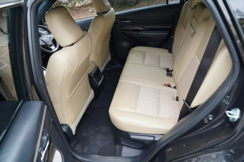 2014 Toyota Harrier second row seats
