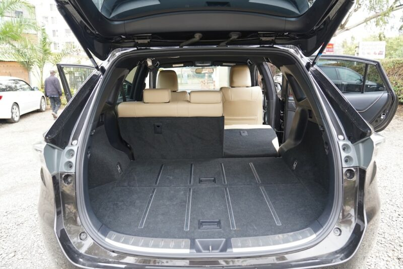 2014 Toyota Harrier split seats format
