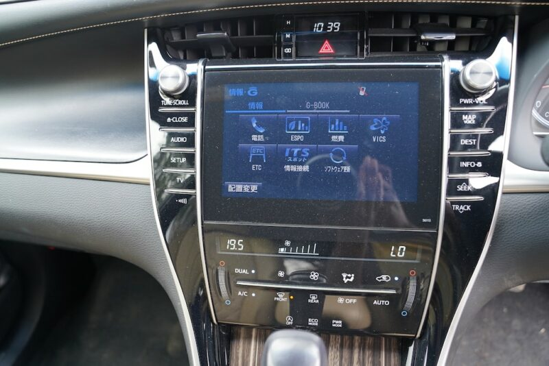 2014 Toyota Harrier touchscreen infotainment system