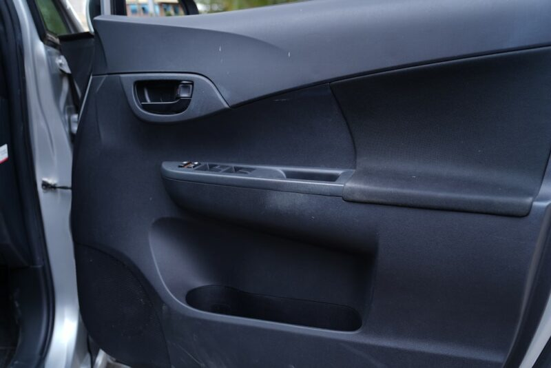 2014 Toyota Ractis door pockets