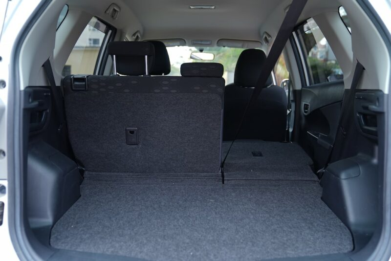 Ractis split folding seats