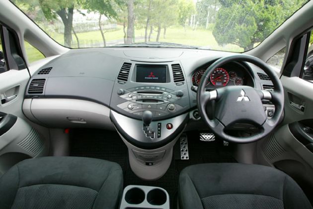 Mitsubishi Grandis Dashboard