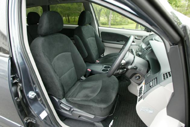 Mitsubishi Grandis First Row