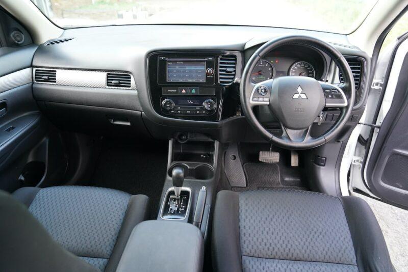 2014 Mitsubishi Outlander Dashboard