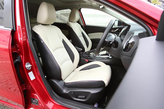 2014 Mazda Axela First Row seats