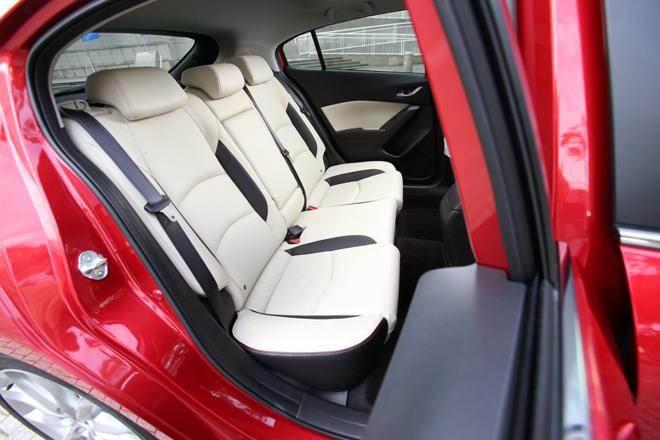 2014 Mazda Axela Second Row